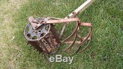 Antique Rowe Mfg. Jardin Tiller Rototiller Hoe Dirt Cultivator Charrue Vintage USA