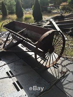 Semoir De Ferme Antique / Wagon / Buggy / Tracteur / Cultivateur / Cour Art / Planteur De Fleurs